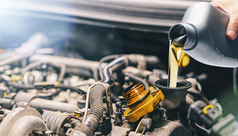 How to maintain your car - oil change